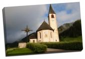 Biserică sub ameninţarea furtunii